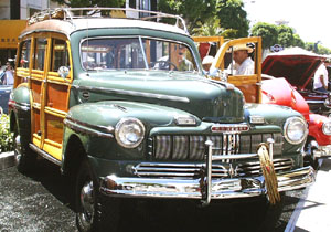 Concours on Rodeo 2001 - 1946 Mercury 4 x 4 Woody Wagon