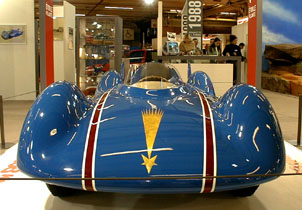 Retromobile 2003 - 1954 Renault Etoile Filante Turbine speed record vehicle